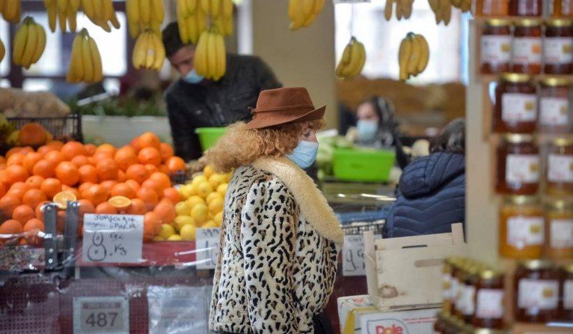 Românii au început să cumpere doar strictul necesar. Prețurile sunt în creștere, dar salariile au rămas mici