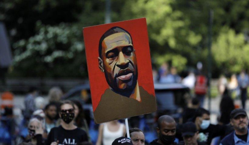 Un an de la moartea lui George Floyd. Momentul a fost comemorat în stradă de mii de oameni