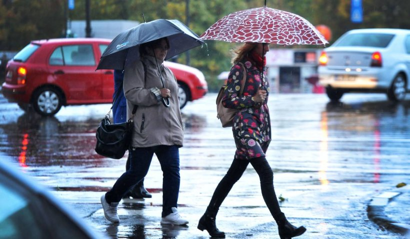 Cod portocaliu de furtuni şi ploi abundente, valabil în 19 județe din România