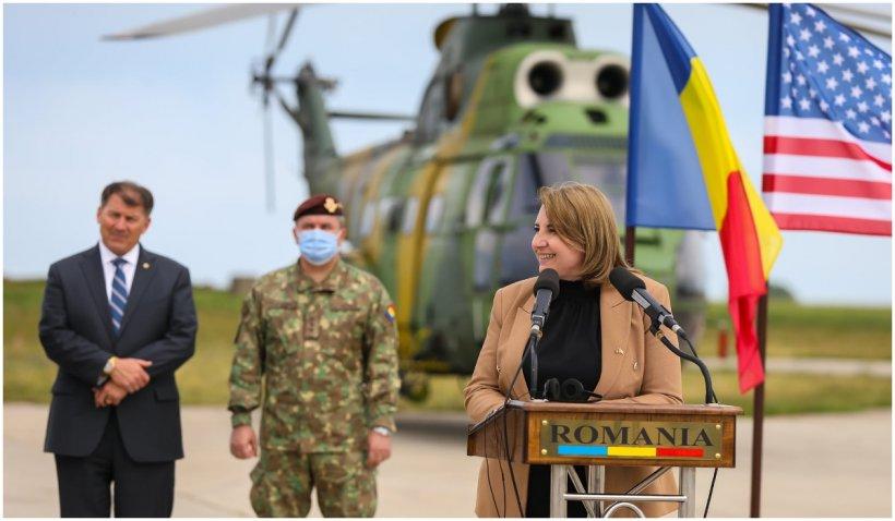 O delegaţie a Congresului Statelor Unite ale Americii, în vizită la Baza aeriană Mihail Kogălniceanu