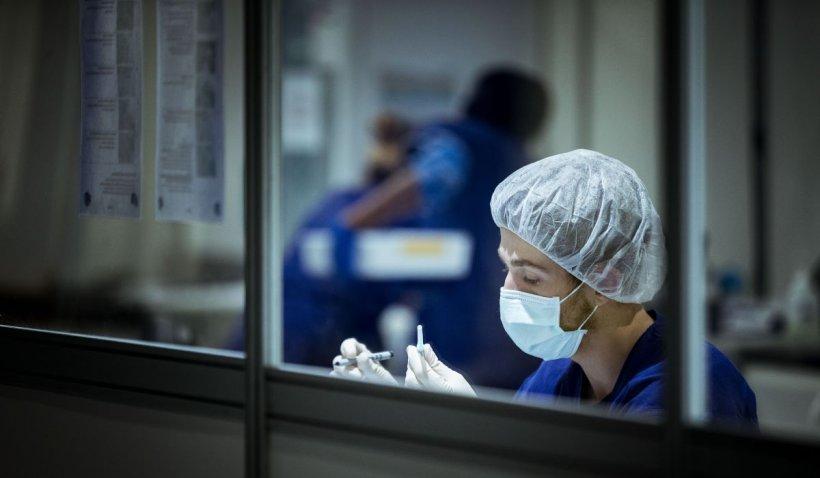Studiu: Imunitatea la coronavirus ar putea rămâne o viață. Celulele care păstrează memoria virusului persistă în măduva osoasă