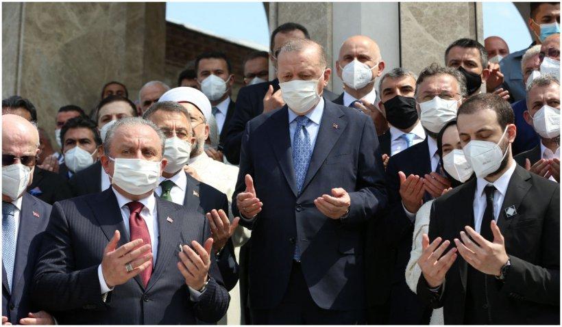 Erdogan a inaugurat controversata moschee din inima Istanbulului