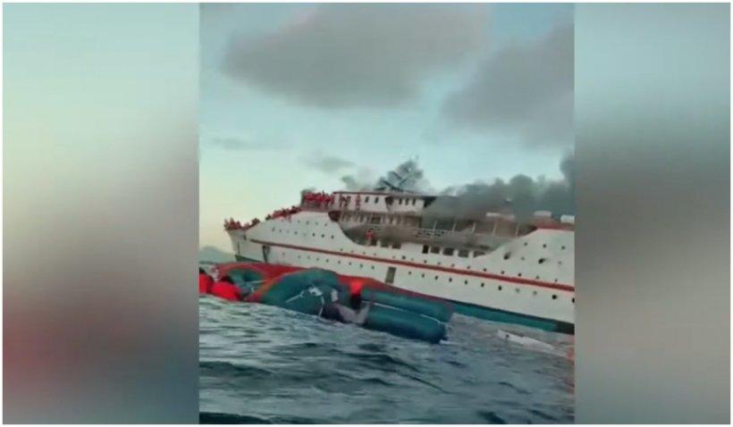 Un feribot plin cu oameni a luat foc în Indonezia