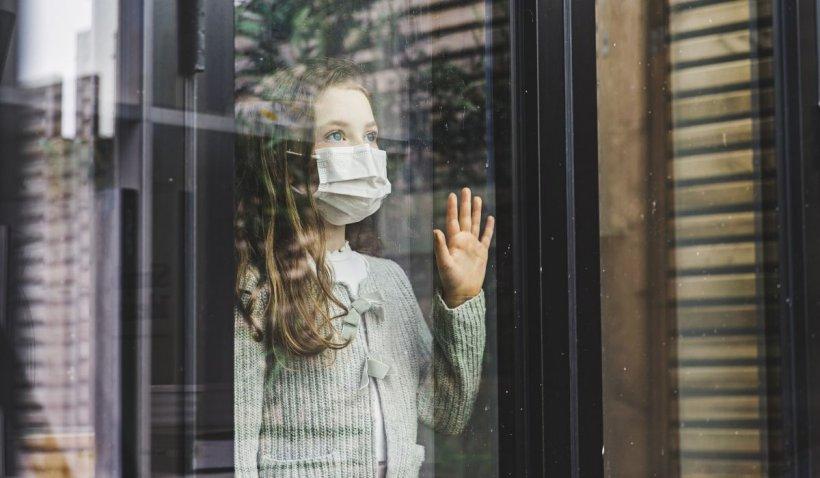 """Program pentru sprijinul copiilor afectați emoțional de pandemie, lansat de Guvern. Mădălina Turza: """"Vom face eforturi să formăm cadre didactice"""""""
