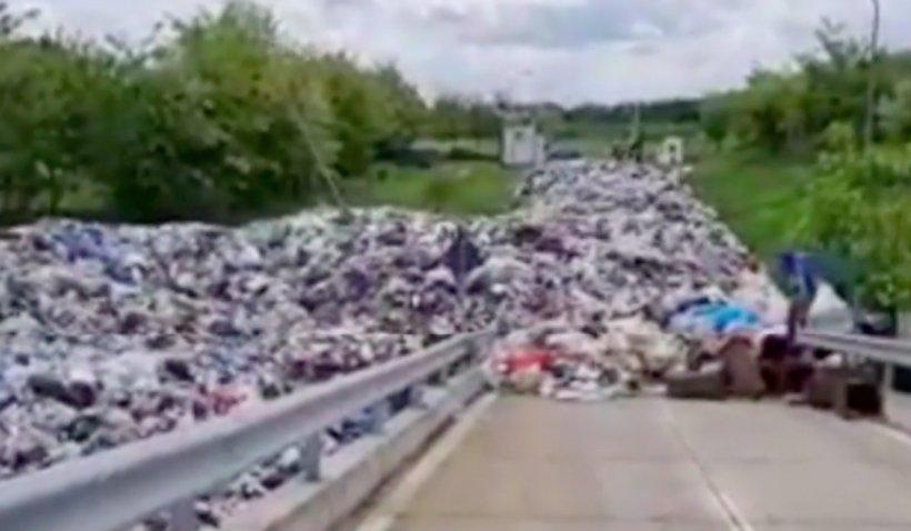 Șeful Gărzii de Mediu arată imaginile unui dezastru ecologic în Urlați: Deal făcut din gunoaie, chiar în lunca râului