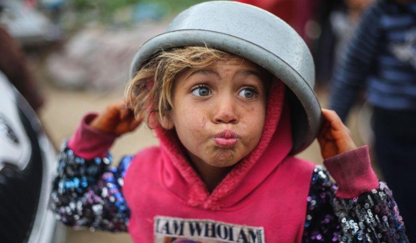 Bucureștenii pot dona de acum orice lucru de care nu mai au nevoie: Toate obiectele și alimentele ajung la copii și persoane defavorizate