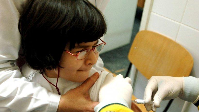 Copiii cu vârsta cuprinsă între 12 și 15 ani se pot vaccina, începând de astăzi, în România
