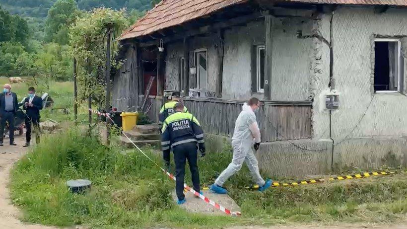 """Mama femeii care și-a omorât copiii, în Maramureș: """"Numai ea stătea cu copiii, săraca. Sâmbătă era botezul"""""""