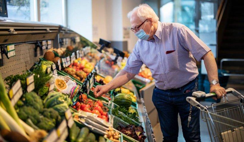 Mâncarea, din ce în ce mai scumpă pentru români. Cu cât a crescut prețul alimentelor