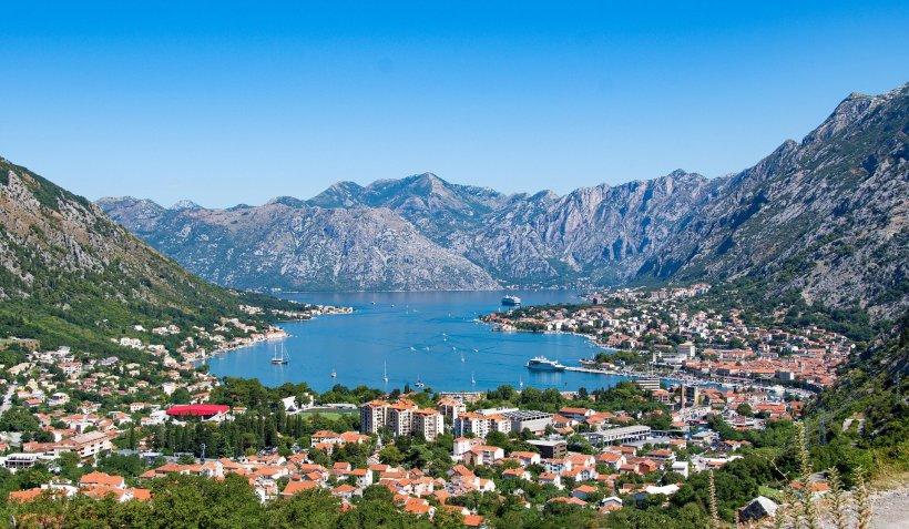 Cetățenii europeni pot merge în Muntenegru fără test pentru COVID-19 sau certificat de vaccinare