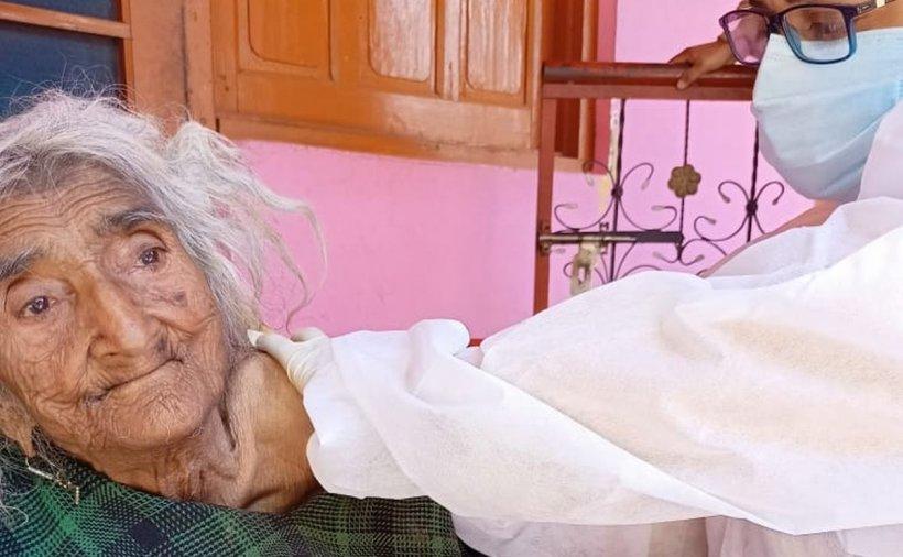 O femeie de 124 de ani s-a vaccinat anti-COVID. Ea ar fi cea mai bătrână persoană din lume