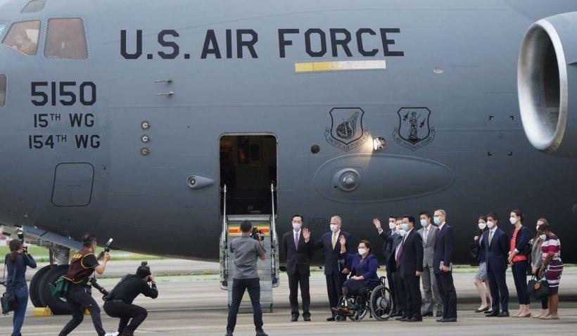 """Presa din China acuză """"cea mai gravă provocare"""" din mandatul lui Joe Biden, după ce un avion militar cu senatori americani a aterizat în Taiwan"""