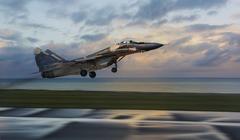 Un avion MiG-29 s-a prăbuşit în Marea Neagră, autorităţile au găsit doar vesta de salvare a pilotului