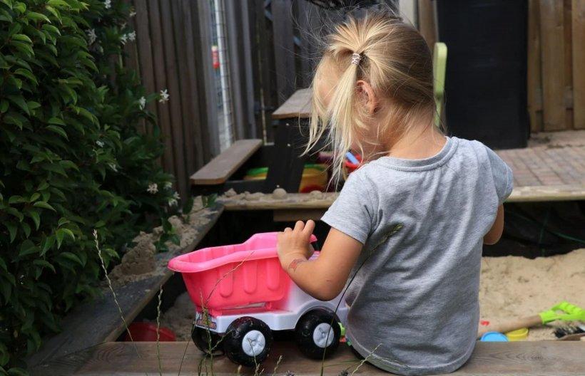 Fetiță româncă în vârstă de 5 ani, din Italia, abuzată de un bărbat de 60 ani