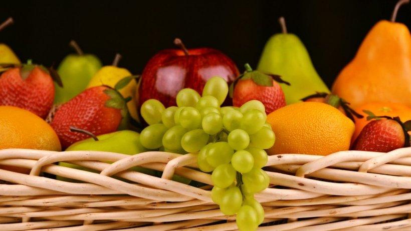 Topul fructelor și legumelor pline de pesticide în 2021. Cel mai iubit fruct, pe locul I