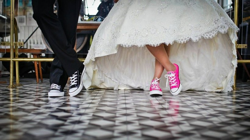 Nunți și botezuri fără vaccin și test COVID. Instanța care a anulat restricția impusă de guvernanți