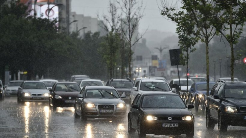 Prognoză specială pentru București. Urmează trei zile de ploi torenţiale, descărcări electrice și vânt