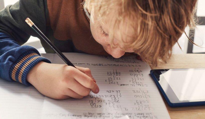 Elevi, nu fugiți de matematică! Copiii care fac efortul să o învețe găsesc mai ușor un loc de muncă și au o sănătate mai bună