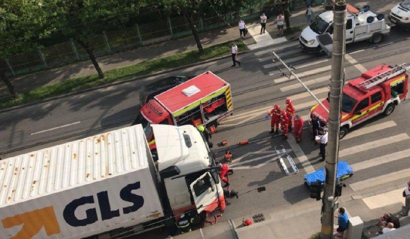 Un pieton a fost lovit mortal de un TIR pe un bulevard din Cluj-Napoca