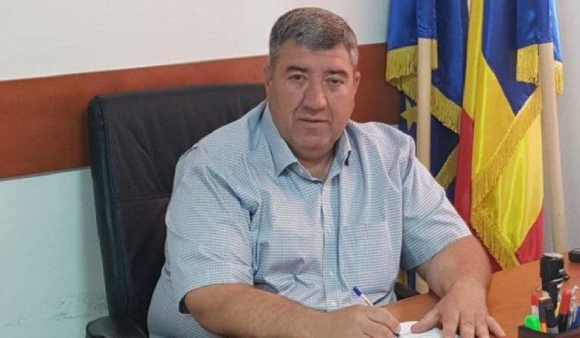 Primarul din Ștefăneștii de Jos a fost reținut pentru 24 de ore. El este acuzat că ar fi violat o minoră de 12 ani