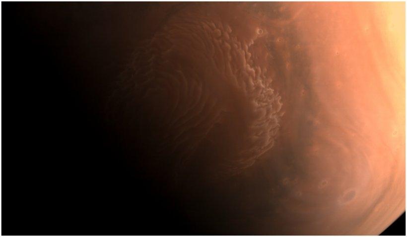 China a publicat noi imagini surprinse de roverul său Zhurong pe Marte