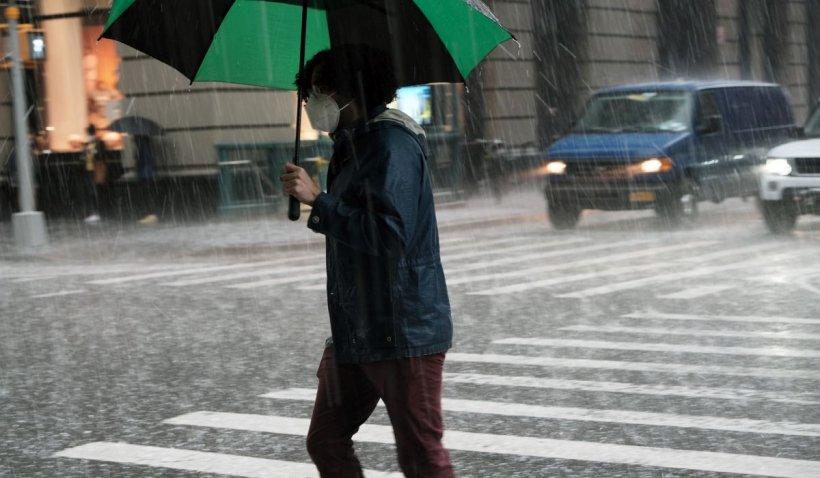 Avertizare nowcasting: Cod portocaliu de ploi și grindină în Bucureşti şi Ilfov