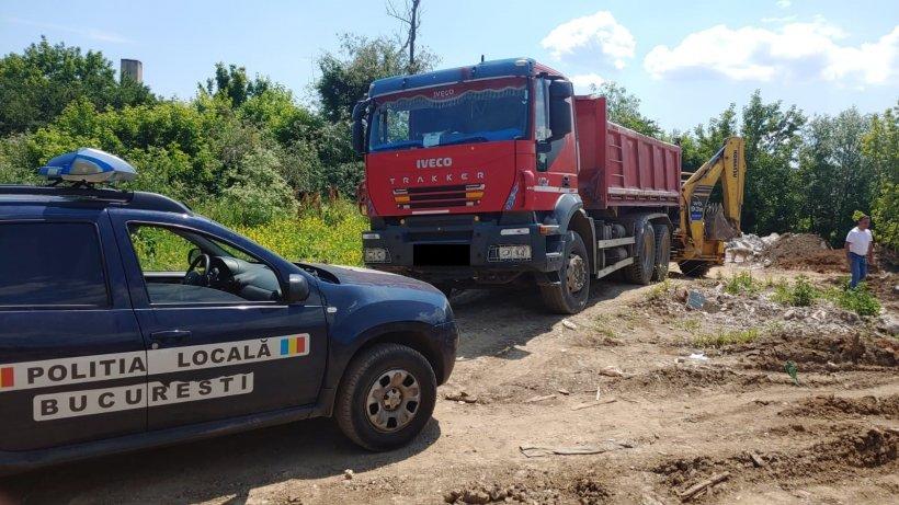 Mașină confiscată și amendă de 30.000 leipentru un bărbat prins că arunca moloz la marginea Bucureștiului
