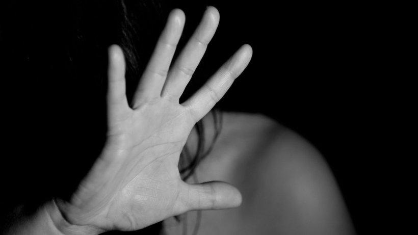 O femeie din Constanţa a fost asfixiată de iubit cu o pernă