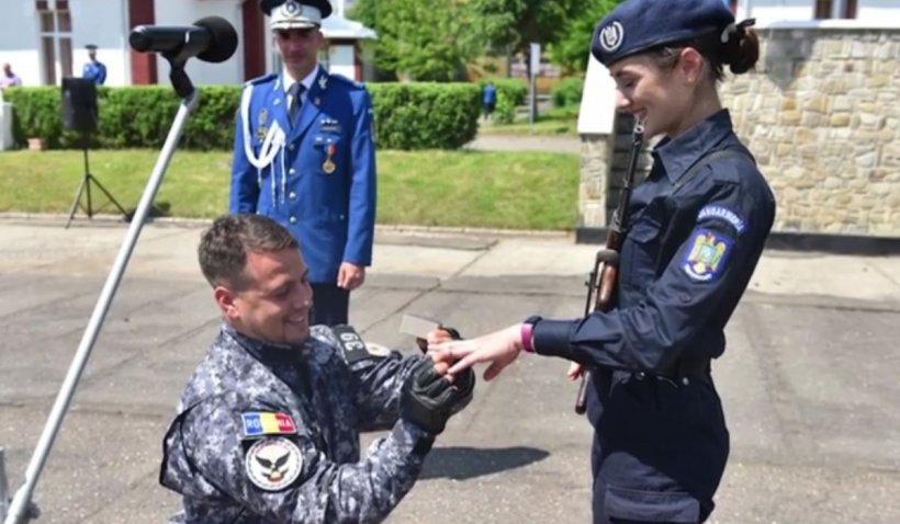 Elevă a Școlii Militare de Jandarmi Fălticeni, cerută în căsătorie la ceremonia de absolvire