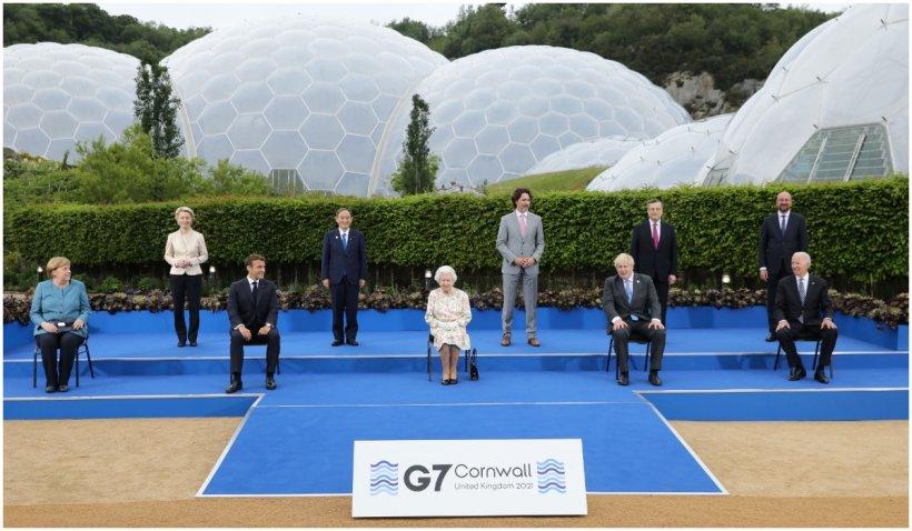"""Regina Elisabeta a II-a, pusă pe glume la summitul G7: """"Se presupune că trebuie să arăţi ca şi cum te-ai simţi bine?"""""""