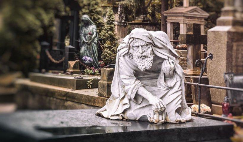 Un bătrân de 96 de ani, din Cluj-Napoca, a murit pe mormântul soţiei sale