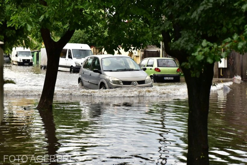 O nouă alertă meteo: Ploi torențiale, vijelii și grindină în zilele următoare, în toată țara