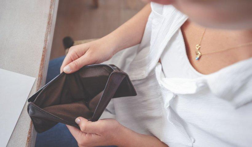 Un tânăr din Suceava şi-a reclamat soţia la 112, după ce i-a furat bani din portofel