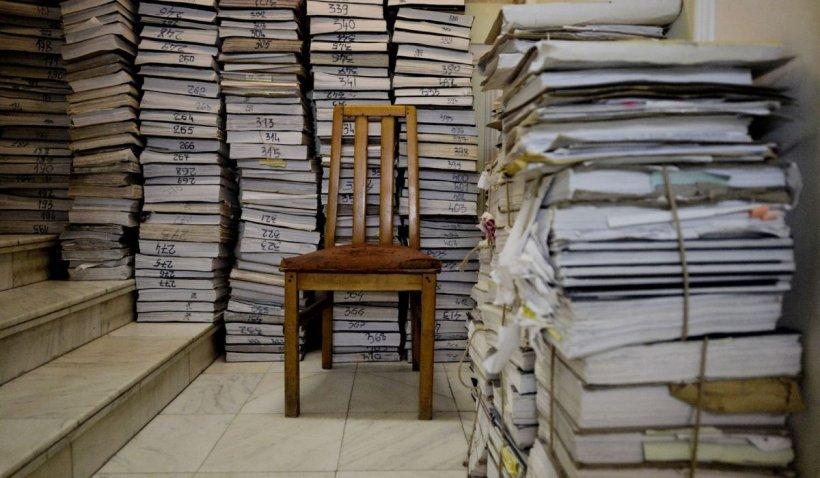 Digitalizarea instituțiilor publice, în așteptare: Achiziție centralizată de peste 3 milioane și jumătate de topuri de hârtie