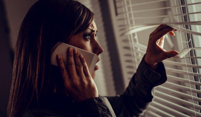 Două fete din Târlungeni au găsit un telefon pe stradă şi au anunţat la 112 că au fost răpite