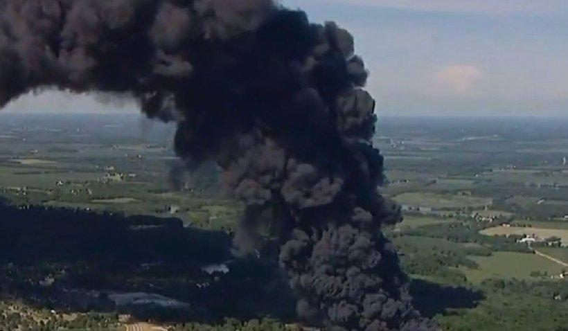 Mii de oameni evacuați în urma unui incendiu puternic la o uzină chimică din SUA
