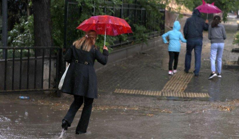 Explicațile ploilor abundente din ultimele zile, în comparație cu mediile prognozelor din ultimii 100 de ani