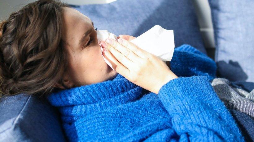 Simptomele COVID s-au schimbat. Pierderea mirosului nu mai face parte dintre ele