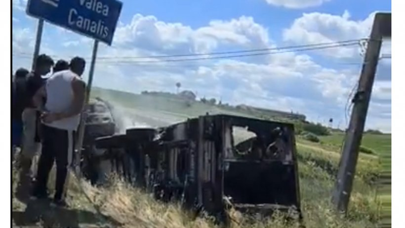 Carnea din TIR-ul care a ars în Bihor, păzită de mascaţi după ce sute de oameni au venit la furat