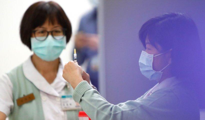 Sute de medici ai unei țări s-au infectat cu Covid-19, deși sunt vaccinați