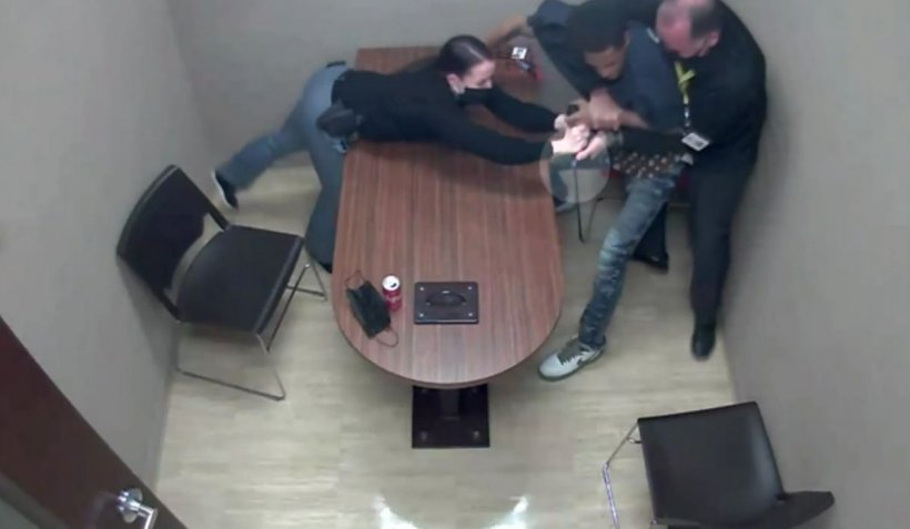 Suspect de uciderea unui copil, un bărbat apucă arma unui polițist în camera de interogatoriu, în Nevada. Imagini cu impact emoțional