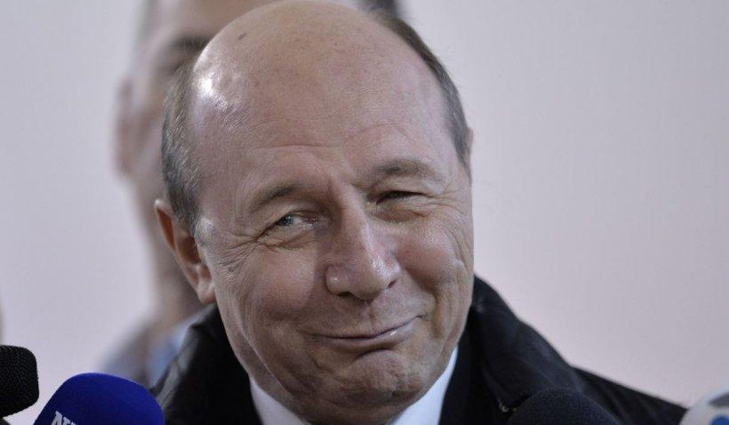 Traian Băsescu este pe punctul de a pierde toate privilegiile de fost președinte: casa, mașina, paza și indemnizația