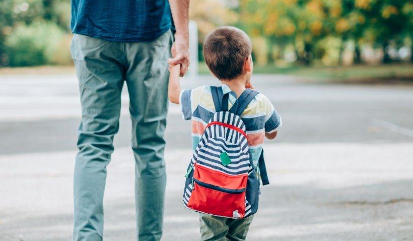 Un sucevean a aflat după 16 ani că nu este tatăl biologic al unuia dintre copiii săi. Soția trebuie să plătească daune morale uriașe