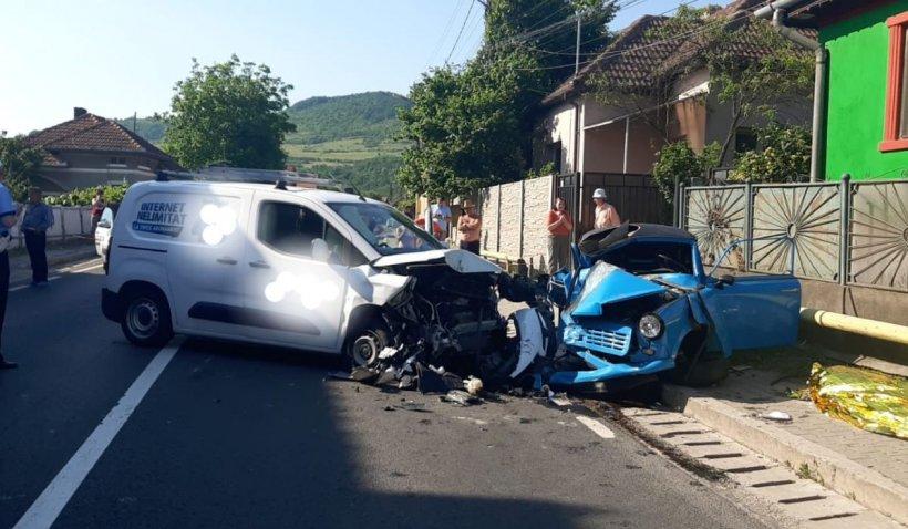 Un poliţist de la Rutieră a murit într-un Trabant strivit, după un accident în Şoimuş