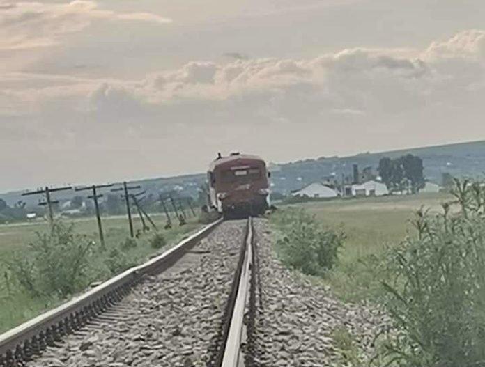 O vacă a reuşit să deraieze un tren la Botoşani. Zeci de oameni au stat în câmp mai multe ore