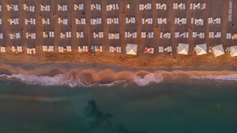 Pagubă uriaşă pentru hotelierii de pe litoral! Zeci de mii de turişti şi-au anulat minivacanţa de Rusalii din cauza ploilor