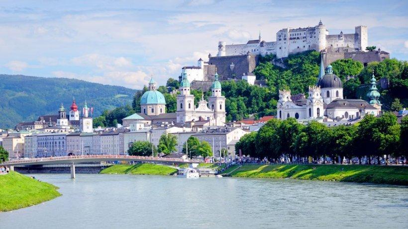 Un român a murit înecat în Austria, în timp ce încerca să recupereze geanta unei femei