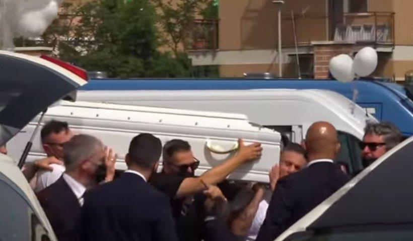 Daniel și David, copiii uciși în Italia de un IT-ist cu probleme psihice, au fost înmormântați. Porumbei albi, eliberați la ceremonie