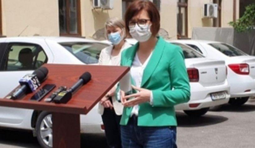Ministrul Sănătăţii, gafă la conferinţa de presă. Poza cu Ioana Mihăilă a devenit virală