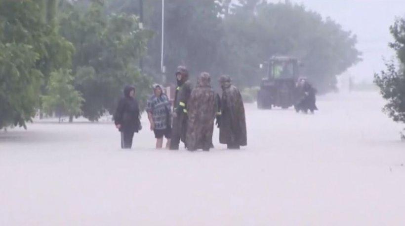 Transmisiune în direct din judeţul Vrancea! Râul Putna s-a revărsat şi a inundat drumurile şi casele